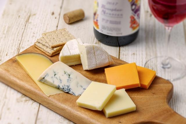 微生物、チーズ、ワインのイメージ