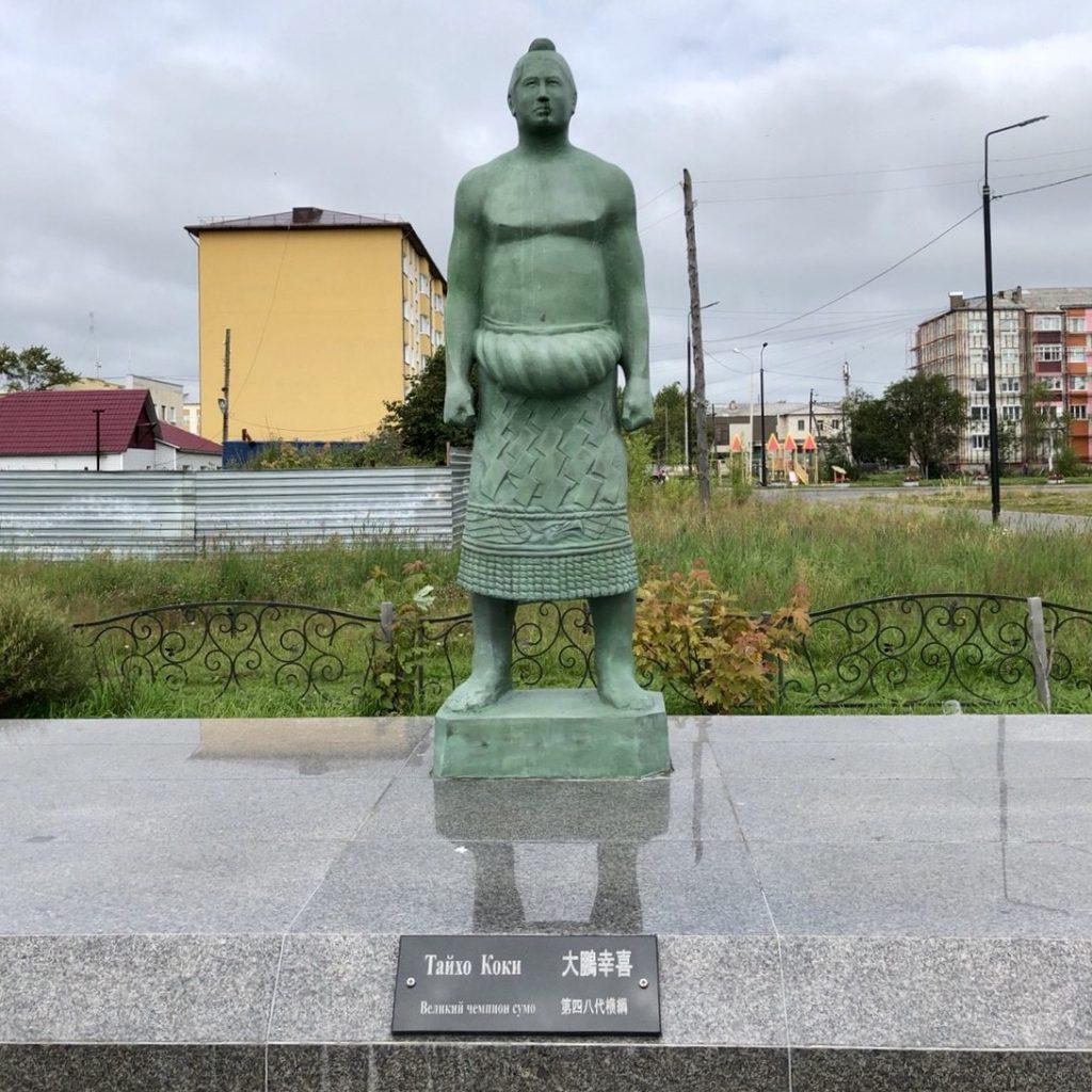 敷香にある大鵬の銅像