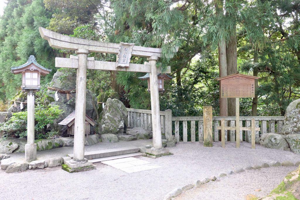 白山比咩神社の奥宮遥拝所